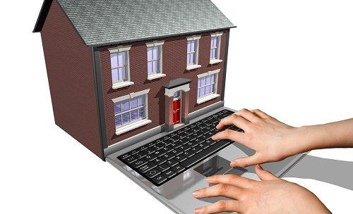 Quel est l'intérêt de recourir aux services d'un courtier spécialisé dans le prêt immobilier pour rechercher une maison ?