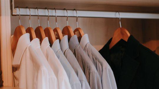 Quels sont les vêtements qu'un homme doit avoir impérativement dans son dressing ?