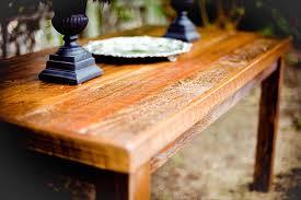 Comment procéder pour garder des meubles en bois en bon état ?