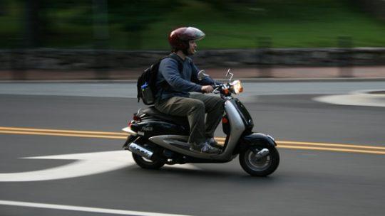 Quels sont les équipements nécessaires pour conduire en toute sécurité un deux roues ?