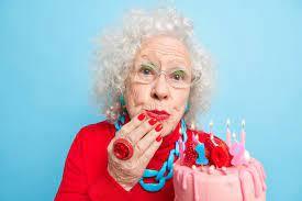 Quelles sont les activités idéales pour la célébration de l'anniversaire d'une personne âgée ?